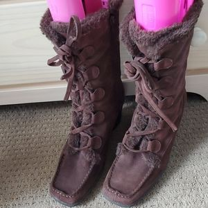 AEROSOLES brown suede boots